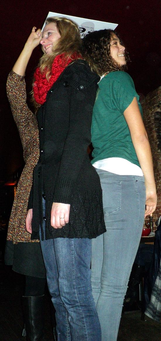 Lange meiden Ilse (l) en Sanne (r)