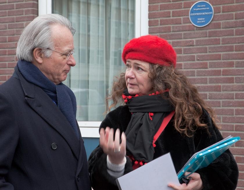 Annemarieke probeert burgemeester Jozias van Aartsen te overtuigen van de noodzaak van een Vindhek in Den Haag