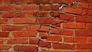130219-aardbeving_scheur_1