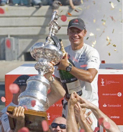 Bertarelli-Accepts-the-Auld-Mug-at-the-2007-32nd-Americas-Cup-2007