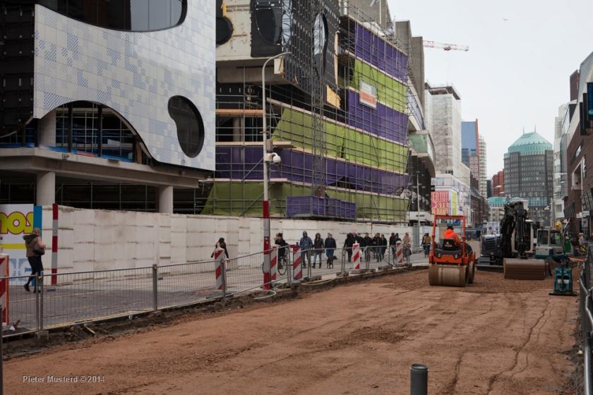 Links de Nieuwe Haagse Passage in aanbouw