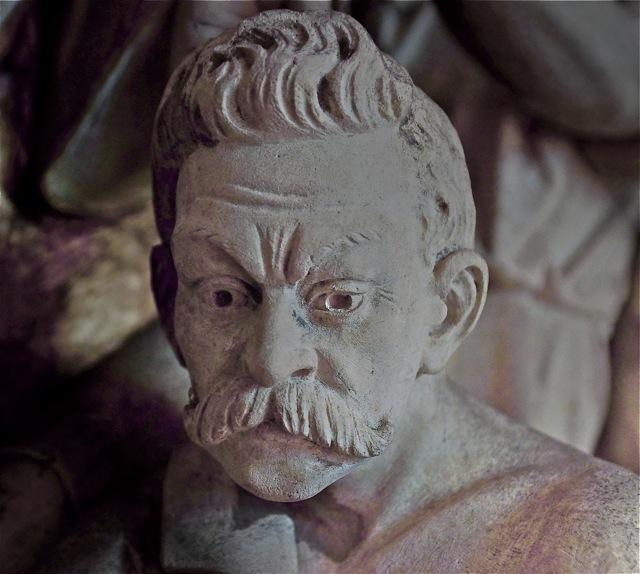 Een van de beeldhouwers, zoals hij te zien is in de kruiswegstatie. Foto door Roel Wijnants.