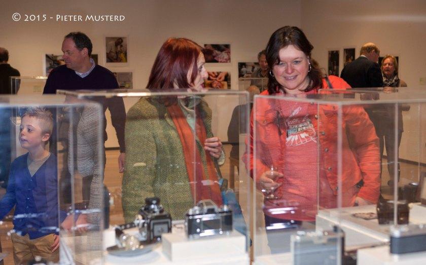 In de vitrines kon je de hele ontwikkeling van fototoestellen en aanverwante artikelen volgen.