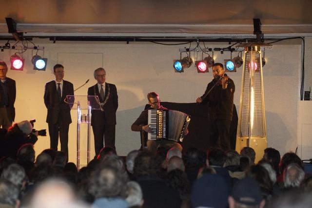 Muzikanten spelen Imagine van John Lennon. Foto door Roel Wijnants.