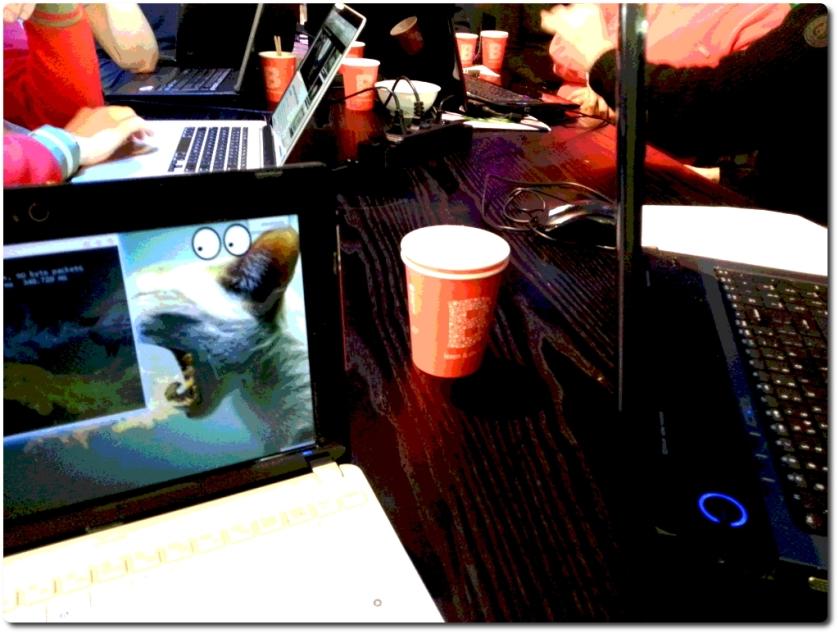 Koffie en computers bij het Privacycafé
