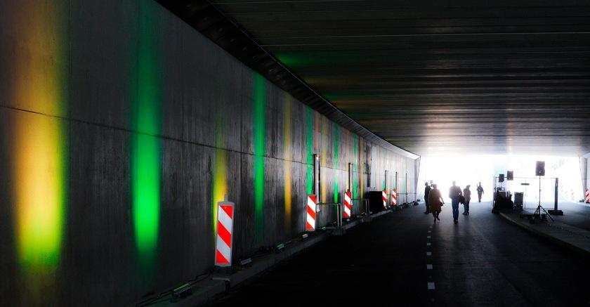 de tunnel was mooi verlicht